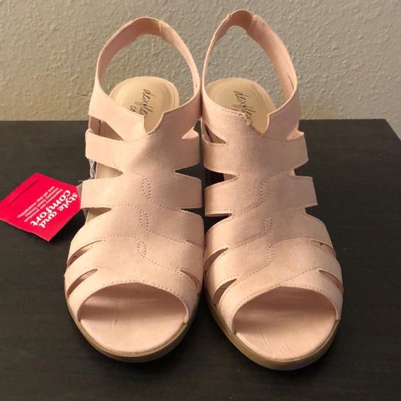 f1e21751ab968 Payless 10W Deflex Comfort Sandals